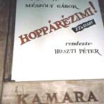AHzimiszíndarabplakátjaaMadáchKamaraSzínházbejáratában1990
