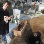 exhumálás smaller